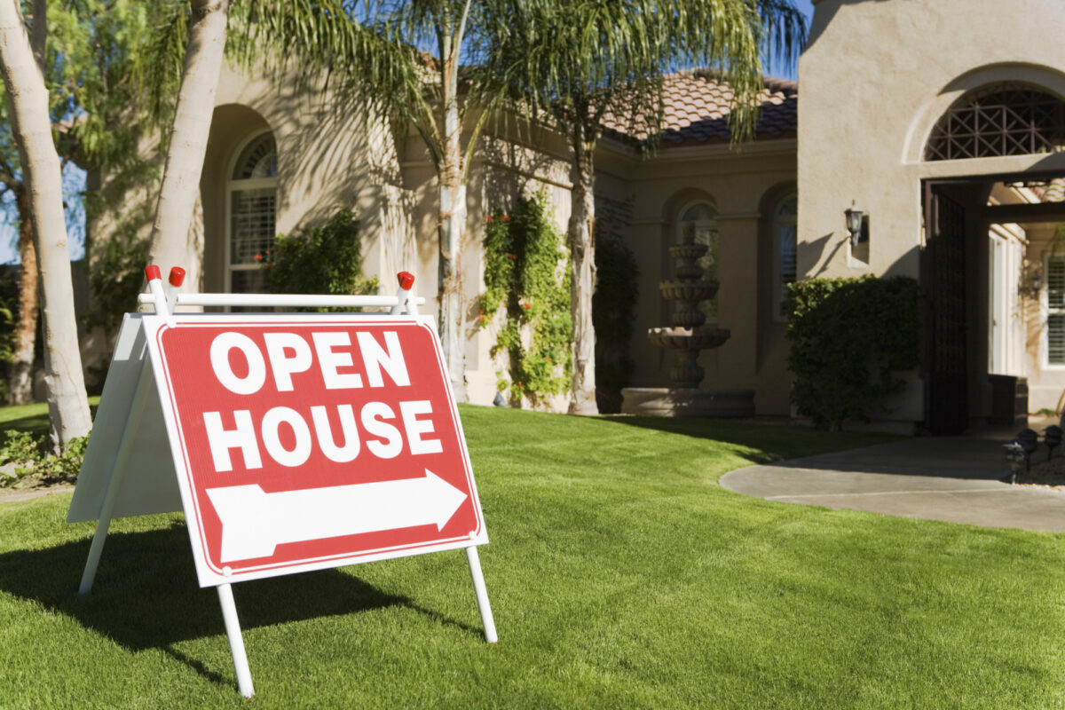 Going to your first open house? Write up an open house checklist and include these five things you need to bring with you.