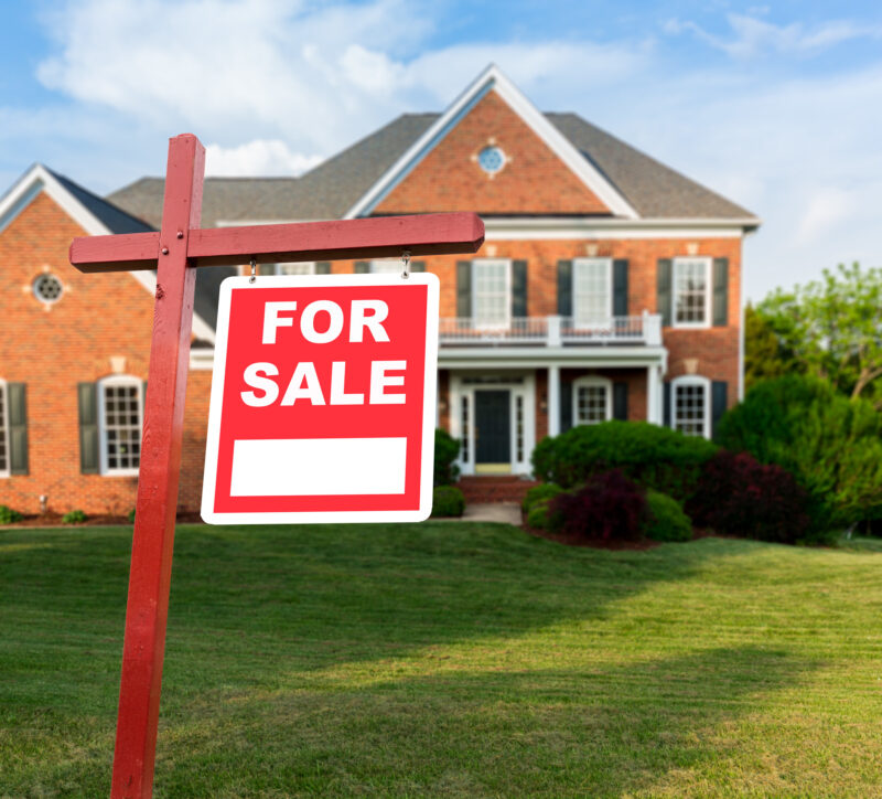 Finding a buyer for your house quickly requires knowing what can hinder your progress. Here are common house selling errors and how to avoid them.