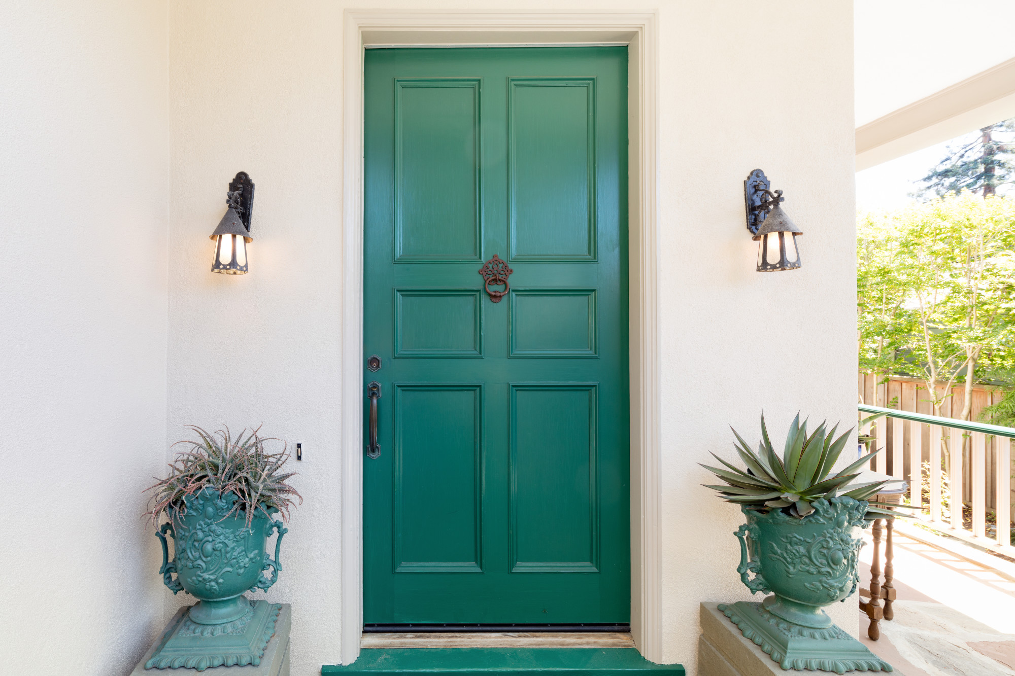 Exterior and interior doors have their own special features. What should you look for? Get the full door buying guide here.
